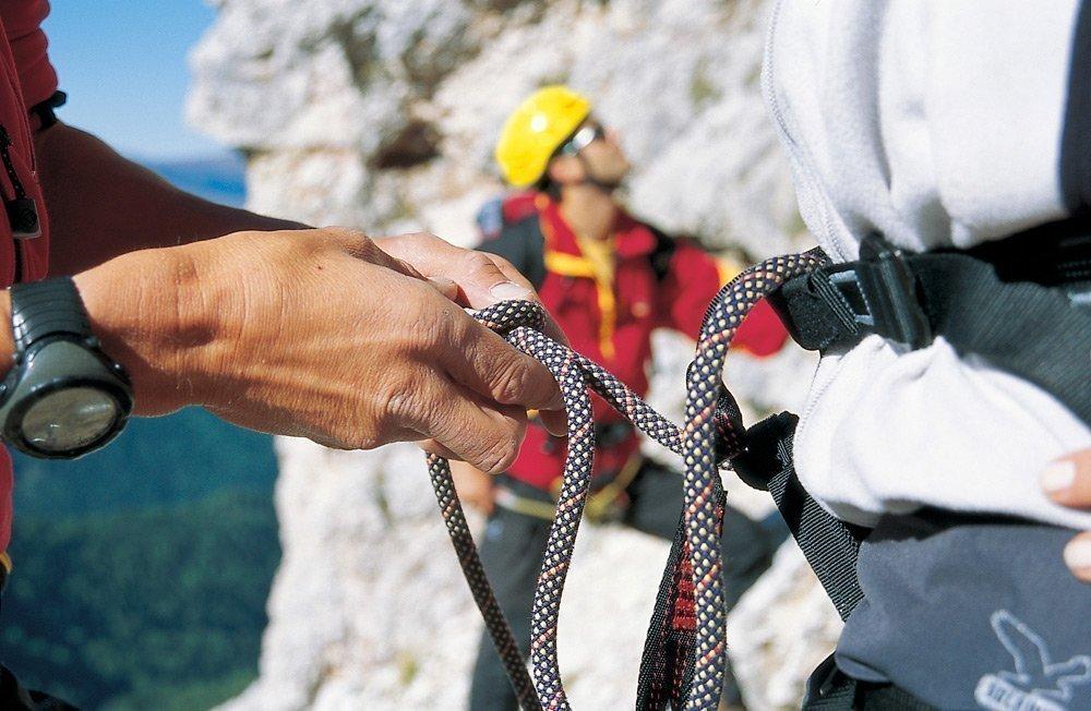 Attività nella natura su uno sfondo alpino d'alta quota
